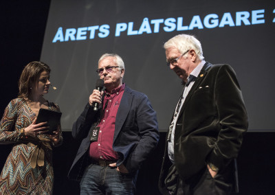 Moderator Anna Bellman, ordförande i Stiftelsen Plåtslagaryrkets fond Thord Blomquist och sekreterare Jarl Alenius inför utdelandet av Årets Plåtslagare 2015