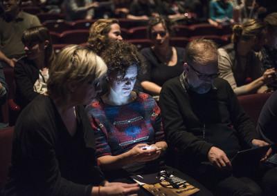 Publiken interagerar med föreläsningarna